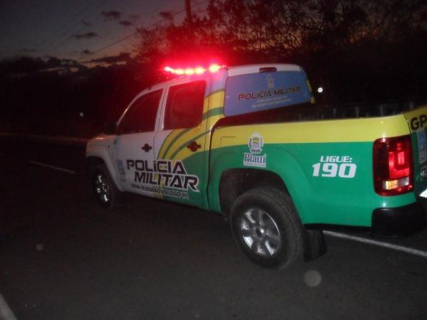 Equipes do Grupamento da Polícia Miliar fazem buscas para tentar localizar o suspeito — Foto: José Loiola Neto/Elesbão News
