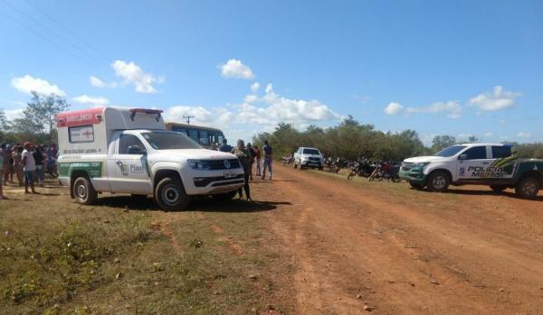 Motorista e alunos que estavam no ônibus escolar não tiveram ferimentos em Sigefredo Pacheco - Piauí — Foto: Divulgação/ Polícia Militar