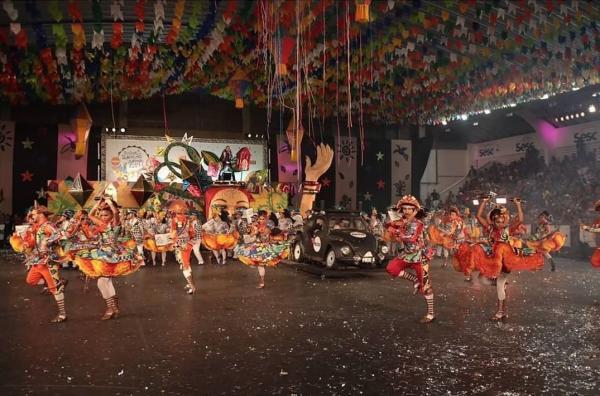 Quadrilha Dona Matuta, do Recife, representou Pernambuco no Festival de Quadrilhas Juninas da Globo — Foto: Charles Johnson/Foto Brasil/Divulgação