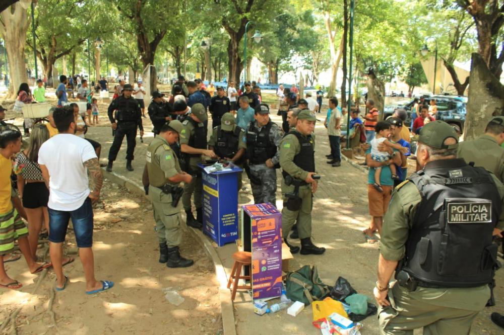 Polícia apreende 60 celulares durante operação no Centro de Teresina