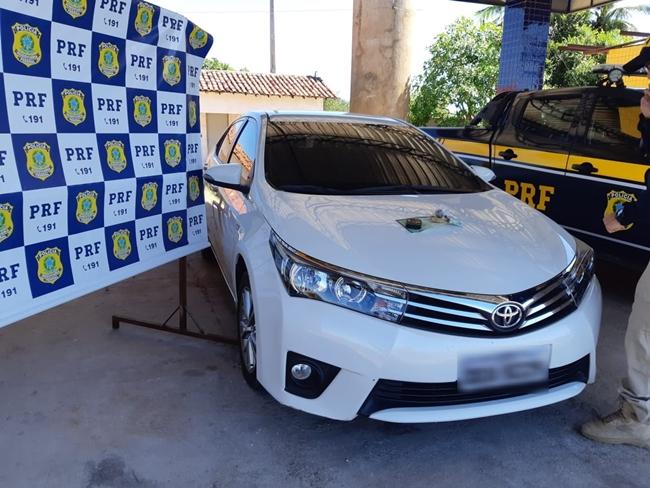 Veículo de luxo recuperado pela PRF-PI.