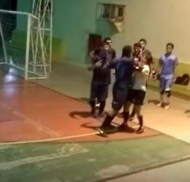 Estudante que agrediu árbitra em jogo é expulso de universidade