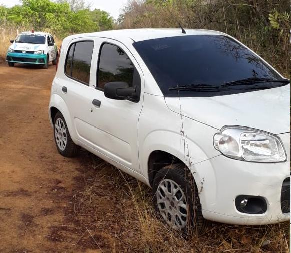 Carro utilizado em assalto aos Correios (Foto: PM)