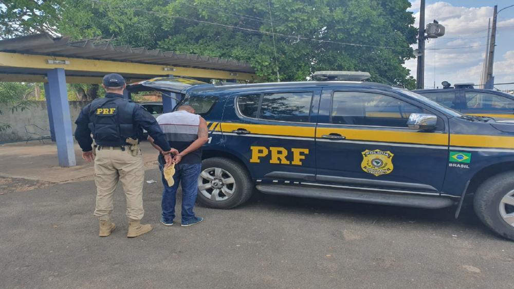 Homem é preso após tentativa de fuga. Foto: Reprodução PRF