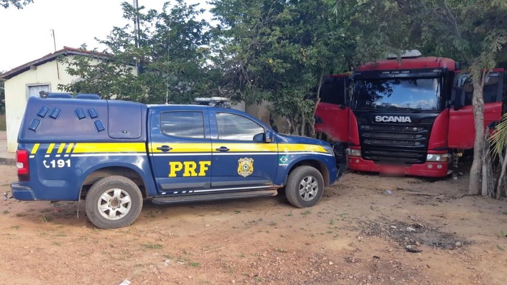PRF recupera caminhão roubado na BR-135 no Piauí