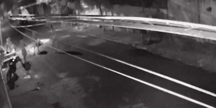 Capitão da PM baleado caiu no meio da rua em frente à sua casa