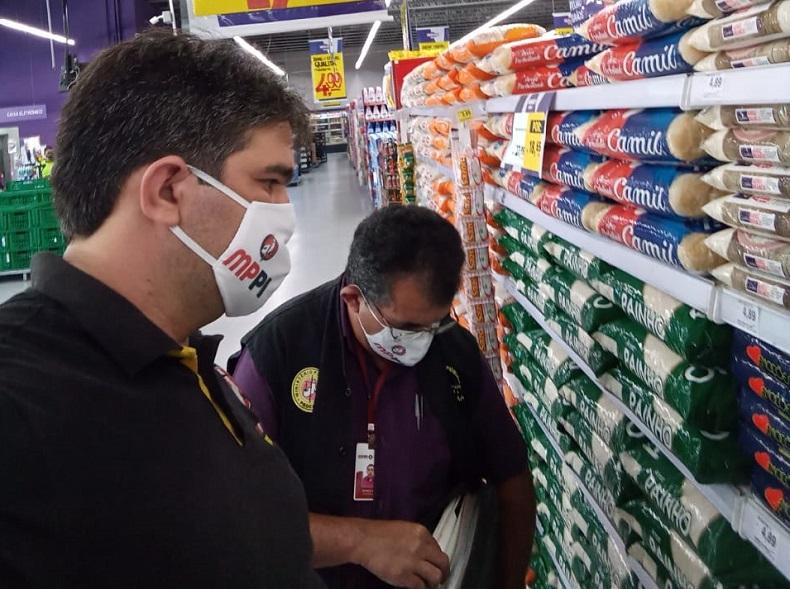 iscais do Procon fiscalização supermercados Foto: MPPI
