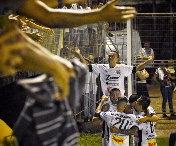 Léo Jaime, o carrasco, marcou o gol da classificação do Bragantino