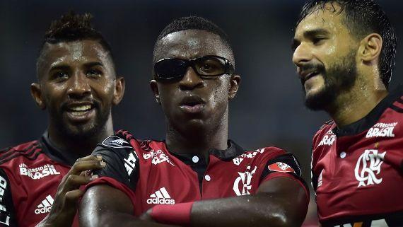 Vinicius Junior usou um óculos para comemorar gol marcado diante do Emelec Getty Images