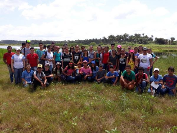 alunos e professores na visita da lagoa