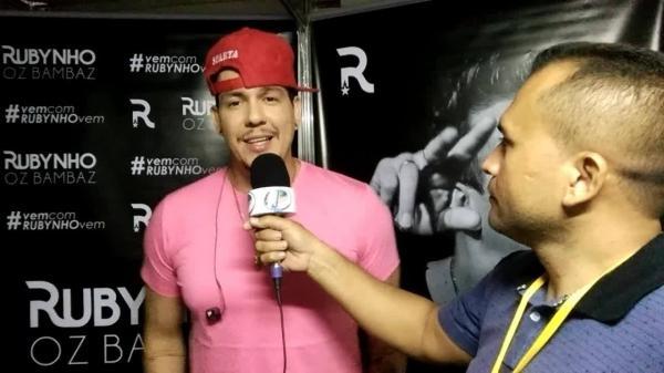 Entrevista da Tv Agora Piauí com o Vocalista da Banda Oz Bambaz no Carnaval de Água Branca